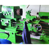 CONVENTIONAL LATHE Used Machine 750Mm