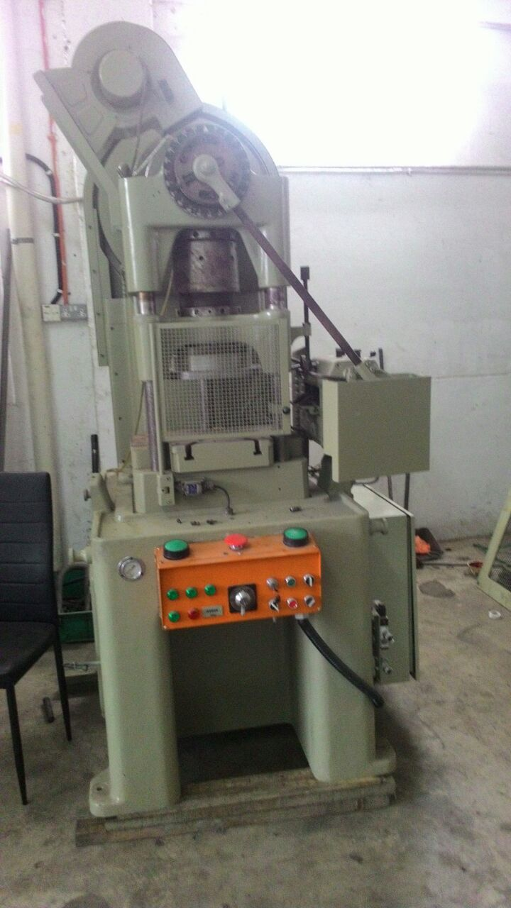 USED BRUDERER PRESS MACHINE 30 TON.